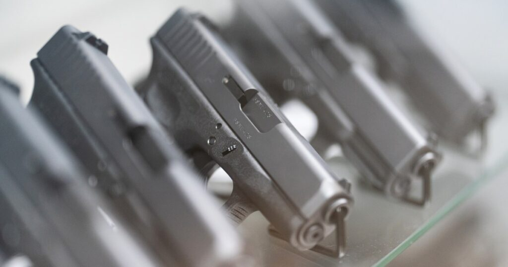 Federal appeals court strikes down law barring gun sales to people under 21