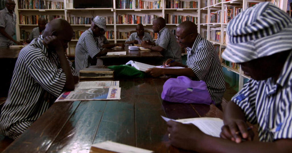 Justice Defenders: The organization teaching prisoners in Africa how to defend themselves in court - 60 Minutes